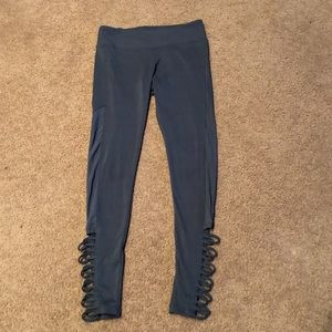 Grey polyester/spandex leggings